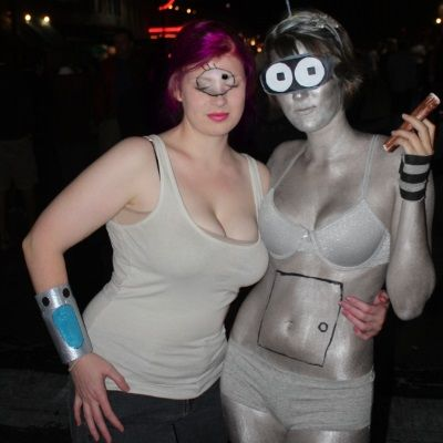 Halloween costumes evoking Rule 63... Futurama