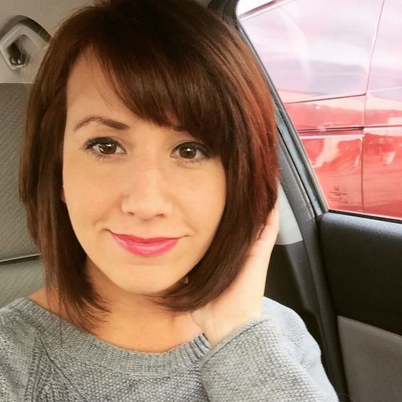 Short bob side bangs and kenra color in 6RC , easy for Fall