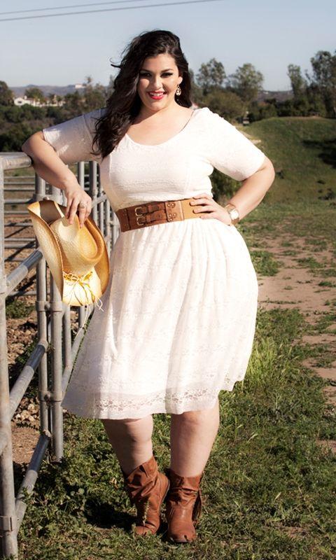 Seja uma beleza clássica neste acrescido vestido de renda tamanho com um toque vintage!  Este vestido semi-formal tem um corpete equipada e manga .: