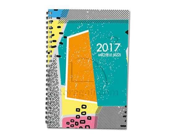 Una piccola agenda tascabile personalizzata