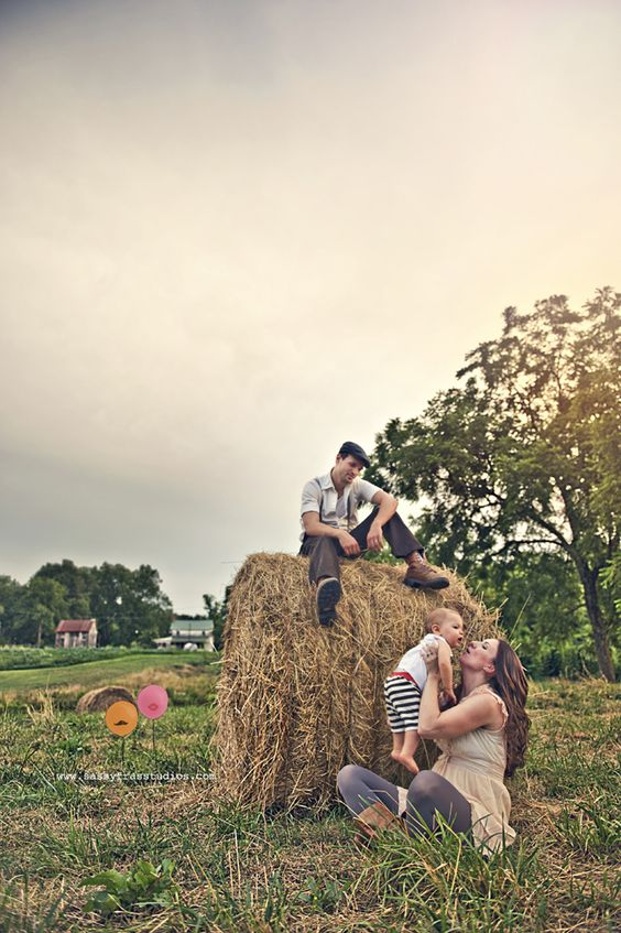 Family Pictures Hay Bales