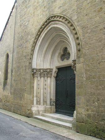 Masseube - The beautiful church door - Gers dept. - Midi-Pyrénées région, France ..www.paperblog.fr