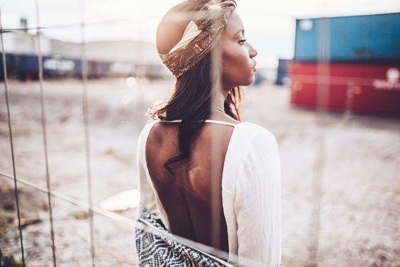 FESTIVAL FEVER Rückenfreies Kleid
