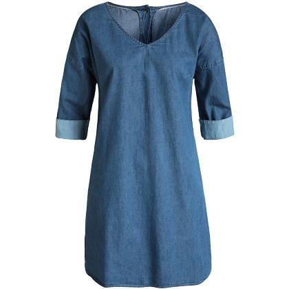 Un autre indispensable dans la garde-robe d'une femme: la robe en jean! Associez-la à un chapeau et des ballerines classiques pour un look léger et intemporel! Dès 59,99€. Cliquez ici:  http://stylefru.it/s236978 #tendancedenim #robedenim #leger