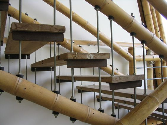 Escaleras con guadua bambu capacitaciones zuarq bamb - Escalera de bambu ...