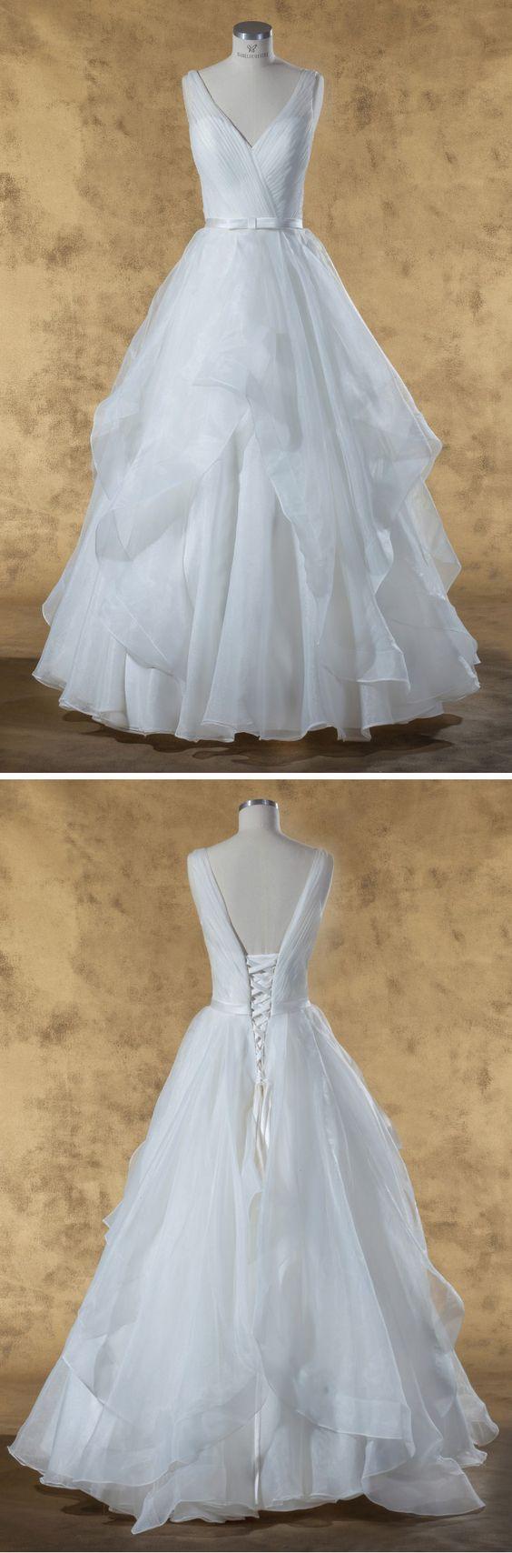 """Isabel de Mestre - New York Kollektion 2017: Prinzessinnen-Brautkleid """"Ariadne"""" mit transparenten Trägern."""