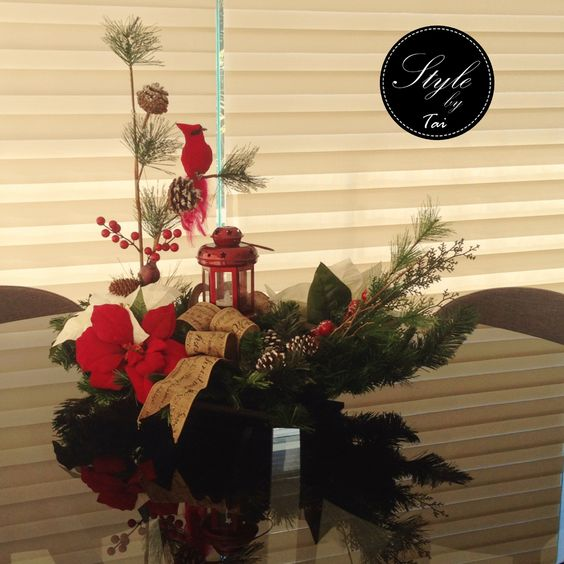 Arreglo navideño, para centro de mesa , cardenal y farol
