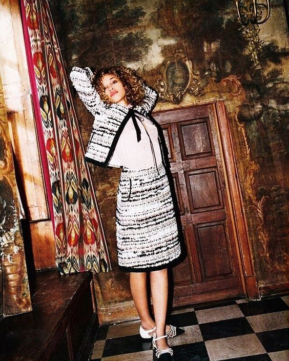 This Oscar de la Renta tweed two-piece featured in Tatler UK. Super style inspiration http://www.londonfittingrooms.com/le-boudoir/fashion-instagram-roundup-june-2016