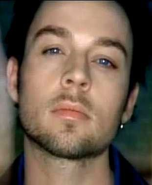 Darren Hayes has one of the most beautiful voices EVER.