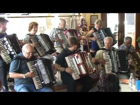 Barrilito de cerveza (canción tocada por un grupo de acordeonistas)