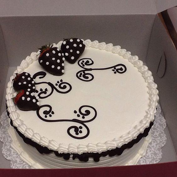 Pastel tres leches con nuez y decoraci n con fresas y chocolate lupitamaza pinterest - Decoracion con chocolate ...