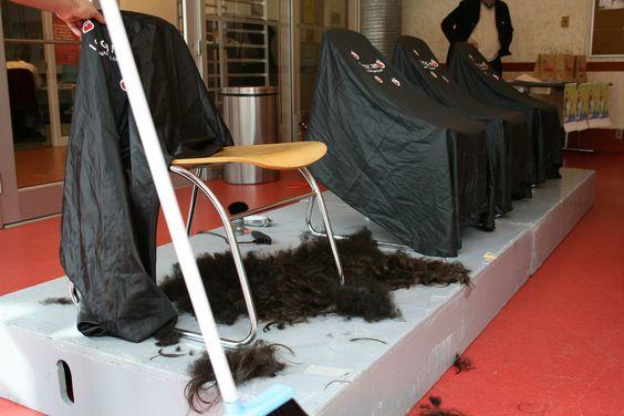 https://flic.kr/p/75EUBJ | Des cheveux rasés | Des cheveux d'étudiants de HEC Montréal qui ont décidé de se faire raser la tête pour amasser de l'argent pour le Défi têtes rasées de Leucan.