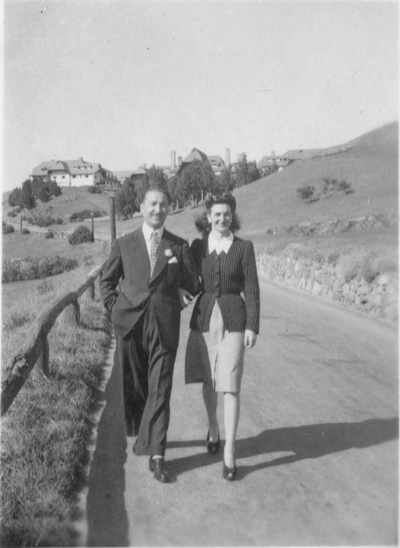Don Belisario Buis y María Alos, acceso al Hotel Llao Llao Bariloche, Año 1946 (Col. Buis en Archivo visual Patagónico):