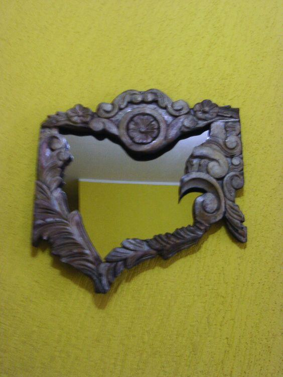 Espelho gótico feito com cabeceira de cama