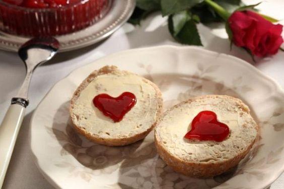 Pomysł na walentynkowe śniadanie - co podać na śniadanie do łóżka? - Glamki.pl: