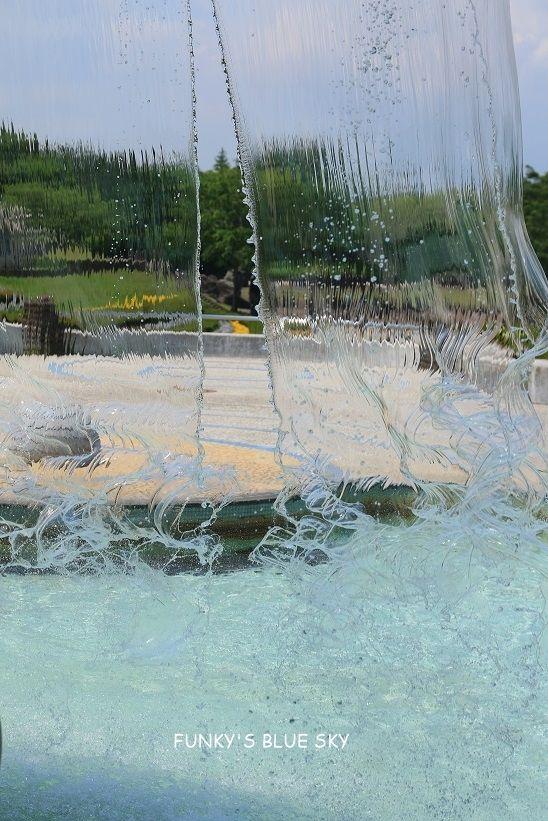 噴水の裏側へ Funky S Blue Sky 噴水 イラスト 塗り方 イラスト 塗り