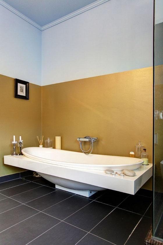 Badezimmer Mit Metallen Und Golddetails Neu Dekoration Stile Metallic Wandfarbe Wandfarbe Badezimmer Farbideen