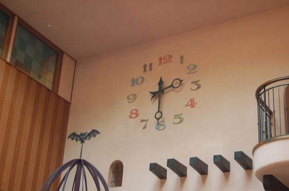 6月度ジブリ美術館の入場チケットが発売中です 6月から新しい企画展示 挿絵が僕らにくれたもの 展がはじまるそうです 楽しみですね これは行かないと こちらの写真は美術館の中の時計です Http Www Lawson Co Jp Ghibli Museum Ticket ジブリ美術館 挿絵