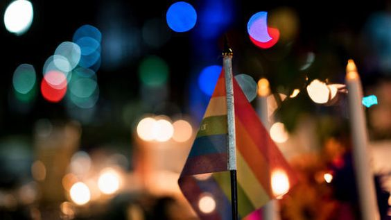 http://www.trbimg.com/img-5760ad48/turbine/os-orlando-pride-stand-united-with-pulse-shooting-victims/600/600x338:
