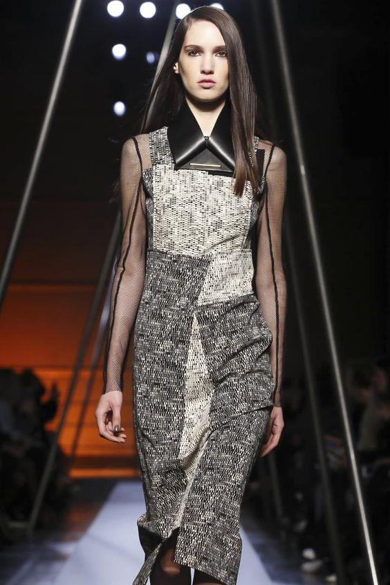 Roland Mouret Ready To Wear Fall Winter 2014 Paris - NOWFASHION