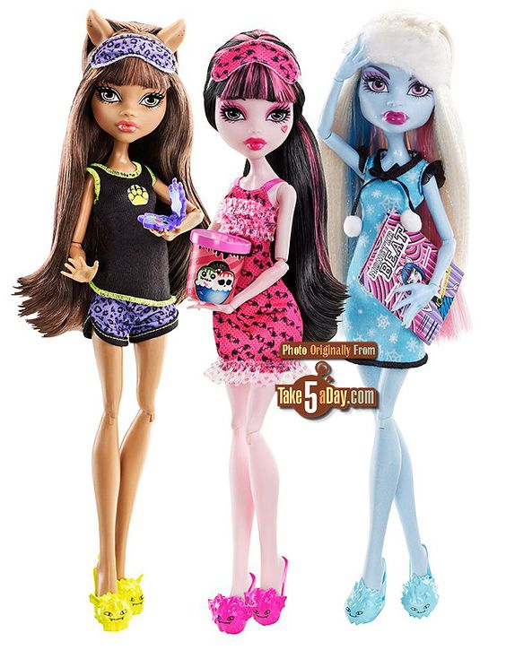 I will own this wave 2 Dead Tired Draculaura and Abbey. AND LOOK! Ula D has her carton of ice scream!!! :D    Update: owned. FYI. Draculaura actually comes with the magazine and Abbey comes with the ice scream. misleading pic but owell. I own both. >:3