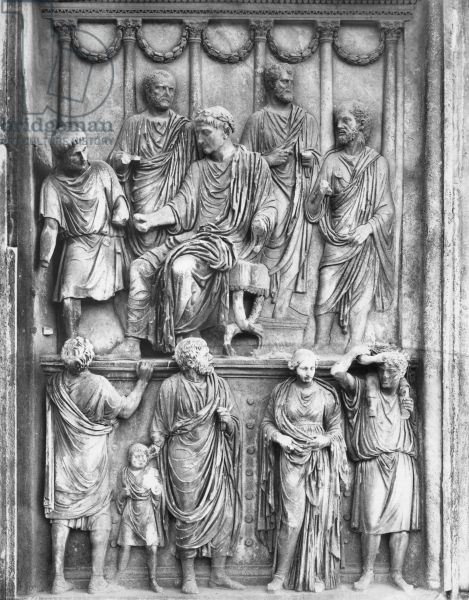 Emperor Marcus Aurelius in the act of 'liberalitas', Aurelian relief located in the Arch of Constantine, Antonine period, c.176-180 (marble). Roman, (2nd century AD) / Rome. Empereur distribuant des subsides aux familles de citoyens necessiteux; arch built in 315 to commemorate the victory of Constantine over Maxentius at the Battle of Milvian Bridge in 312; re-use of parts of earlier monuments.
