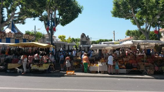 The busy markets at St Remy