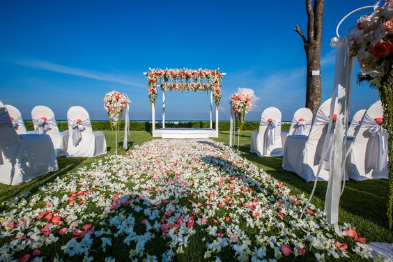 Outdoor ceremony / C