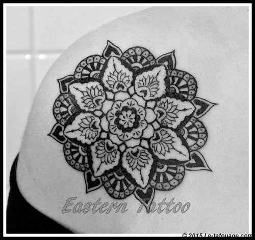 tatouage mandala lotus epaule. Black Bedroom Furniture Sets. Home Design Ideas