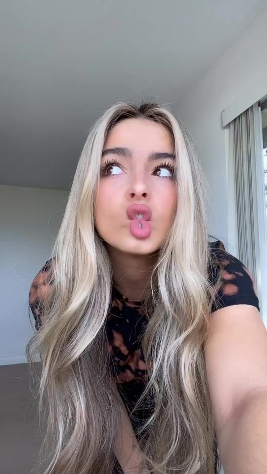 Addison Rae Addisonre On Tiktok Mom Deserves The Hype For Learning All These Dances So Fast Ily Mom 3 S Pretty Girls Selfies Long Hair Styles Hair Styles