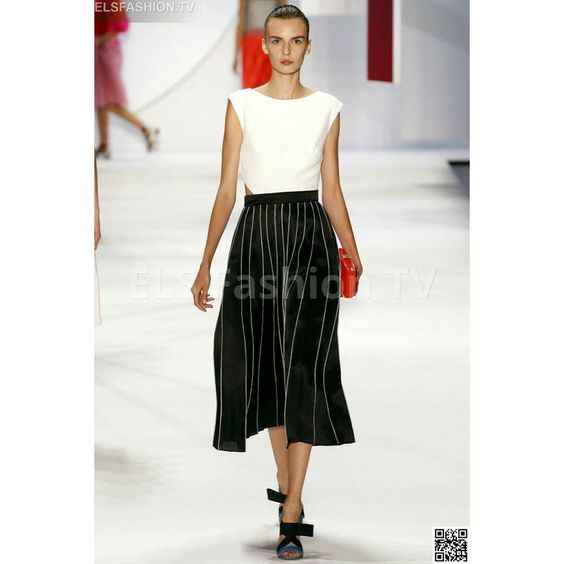 #MoniqueLhuillier  #nyfw2016  fall S/S Full Show HQ  #photos  #elsfashiontv  http://ow.ly/SM3DD  #nyfw  #nyfw15  Click on the above link to watch the entire collection. Register your email for dialy update! and to interact with us.  #me  #photooftheday  #instafashion  #instacelebrity  #instaphoto #paris  #newyork  #montecarlo  #fashionweek  #london  #italia  #manhattan  #miami  #dubai  #glamour  #fashionista #style  #altamoda  #fashiontrend  #tvchannel  #fashiontrends