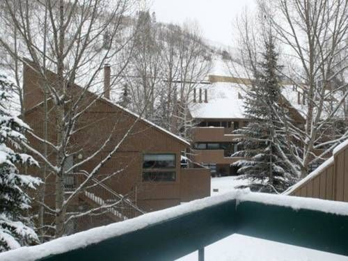 East Vail Studio Crash Pad Vail (Colorado) Located in Bighorn, this apartment features an outdoor pool. The property is 7 km from Vail and free private parking is provided. Free WiFi is available throughout the property.