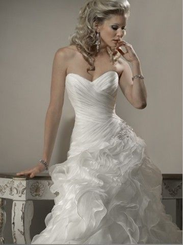 (FITS0254620)2012 Style A-line Sweetheart Ruffles Sleeveless Court Trains Organza Wedding Dresses For Brides