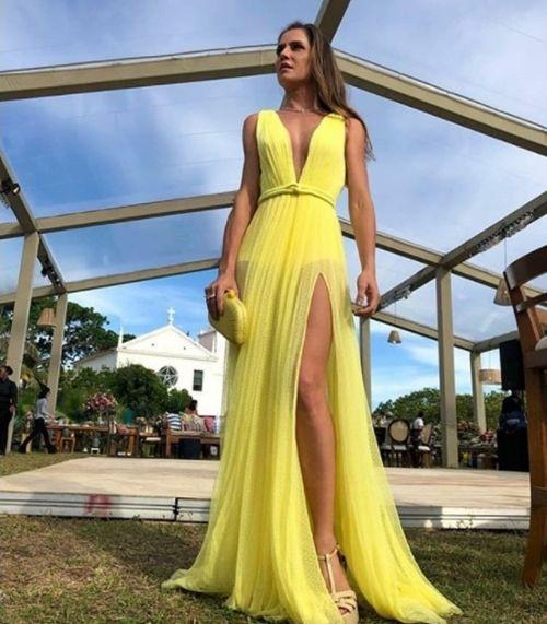 vestidos longos para madrinha de casamento decotados | Prom dresses yellow,  Beautiful prom dresses, Simple prom dress