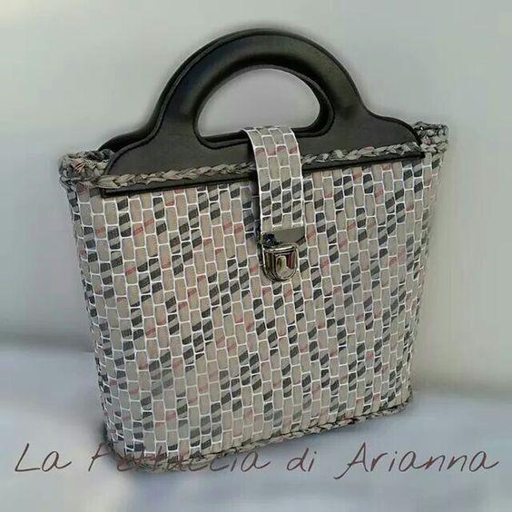 prada nylon crossbody bag small - La Fettuccia di Arianna | Rejilla, rete, plasticanvas, malla ...