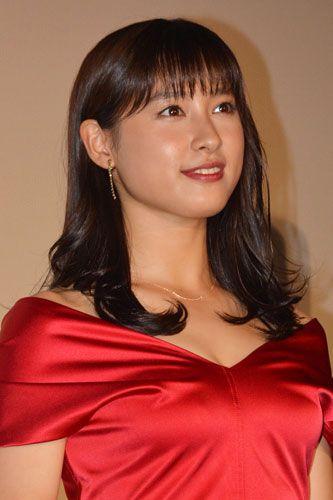 赤ドレスの土屋太鳳