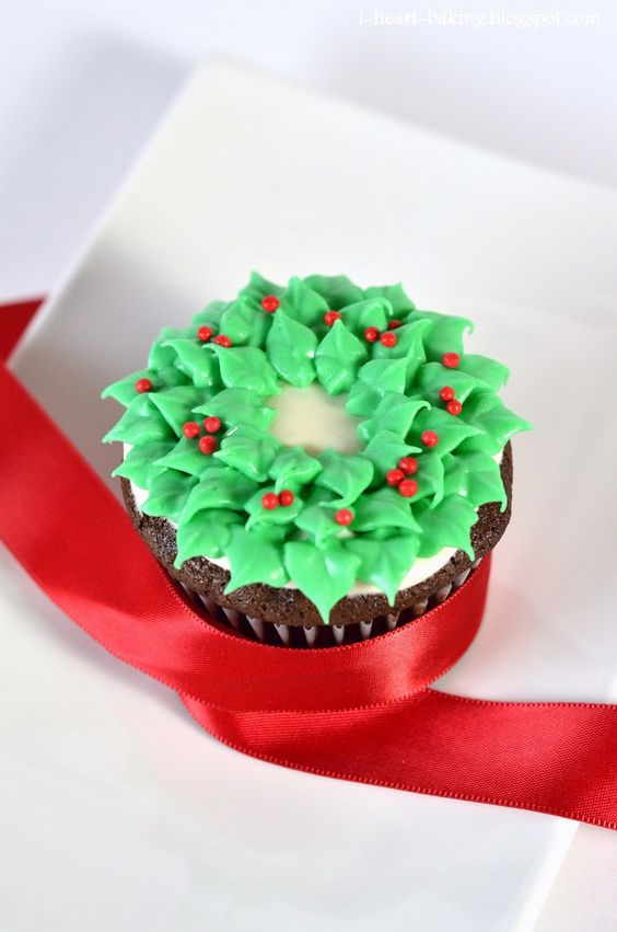 i heart baking!: christmas wreath cupcakes - chocolate cupcakes with peppermint cream cheese frosting