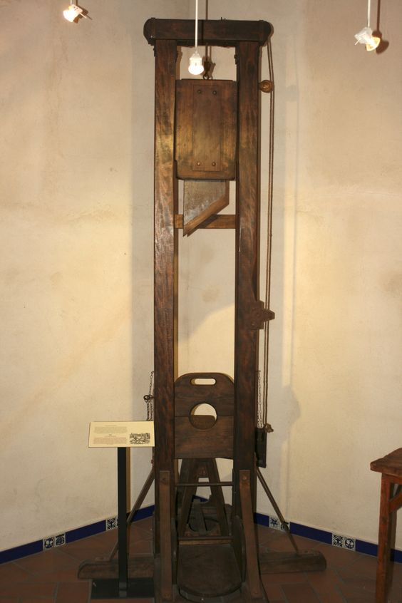 Instrumentos  de tortura reales A318f1ca9caf6f3b71b62b8090246b99