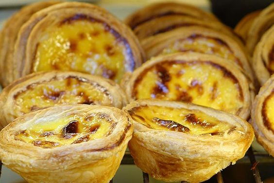 Les Pastéis de nata (ou pastel de nata au singulier)désigneune pâtisserie typique de la cuisine portugaise. Il s'agit d'une sorte