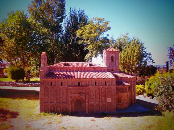 Iglesia de San Juan Bautista en Freno El Viejo ( Valladolid ). Parque Temático del Mudèjar.