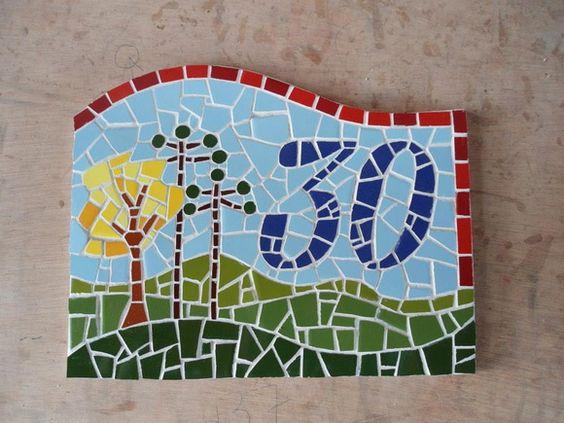 Número de casa feito em mosaico sob base de cerâmica  Fazemos números por encomenda  Frete a combinar R$ 150,00