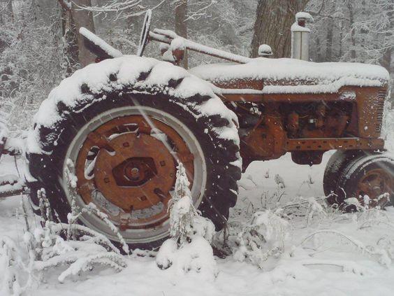 Tractor in de sneeuw