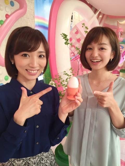 内田敦子卵を持って笑顔画像