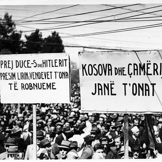 Protestat në #Tiranë për #Kosovën dhe #Çamerinë gjatë Luftës së dytë Botërore. The people of #Tirana, Albania, protests for #Kosova and #Cameria during the #World #War II. those regions are #Albanian.