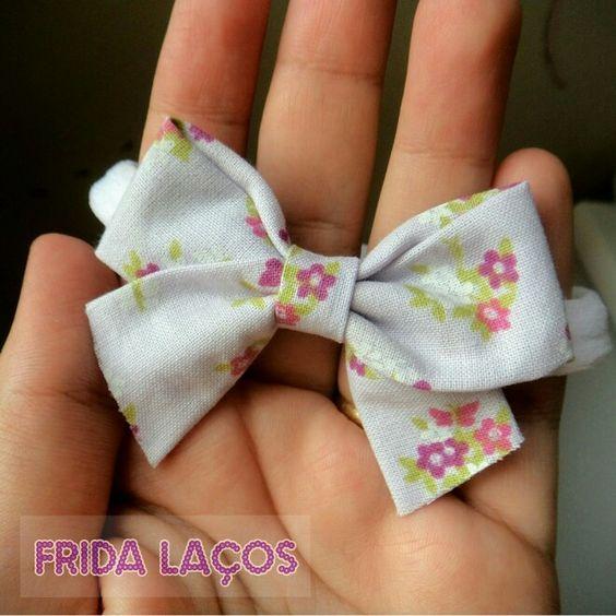 Laços delicados feito à mão!    Insta: @fridalacos Face: Frida Laços  Whats: (17)99252-1987  #laços #lacinhos #hairbow #bow #feitoamao #handmade #fridalacos #acessoriosdebebe