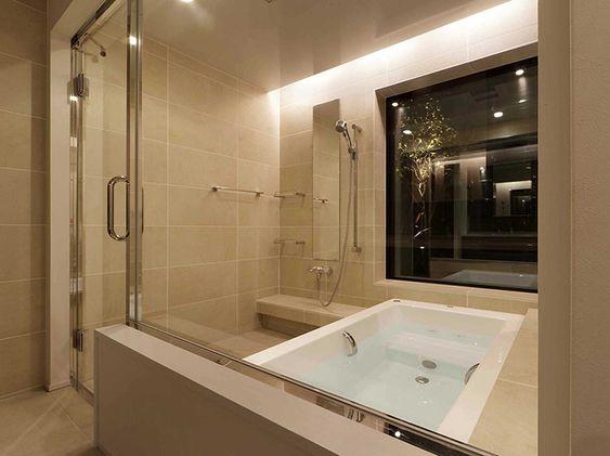非日常的な空間に切り換える光の演出 事例紹介 Baincouture Nikko 狭小バスルーム モダンバスルーム Toto 浴槽