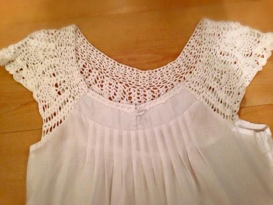 Bata em algodão fino com detalhes superiores todo trabalhado em crochê, linda! Tamanho G. Muito fresquinha.