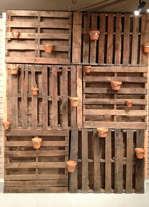 Hanging wood pallet well you could use this as a wall for Wood pallet privacy walls