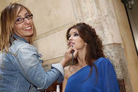 Laura Puerto maquillando a la modelo Cinthia
