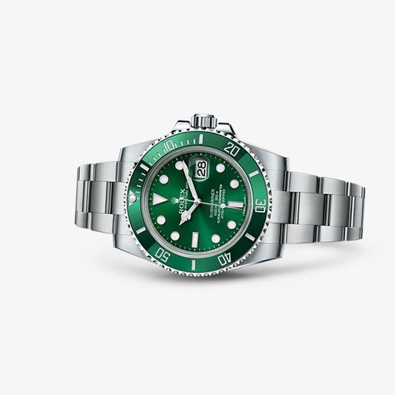 O Oyster Perpetual Submariner é o arquétipo do relógio de mergulho que materializa os laços históricos que unem a Rolex ao mundo submarino.